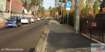 Ulica Wyzwolenia w Ząbkach nawet po remoncie nie ma miejsc do parkowania