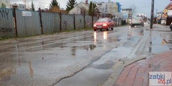 Ulica Powstańców w południowych Ząbkach wymaga remontu
