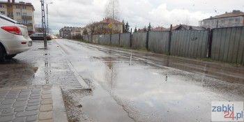 Ulica Powstańców w południowych Ząbkach to jedna z najgorszych ulic miasta